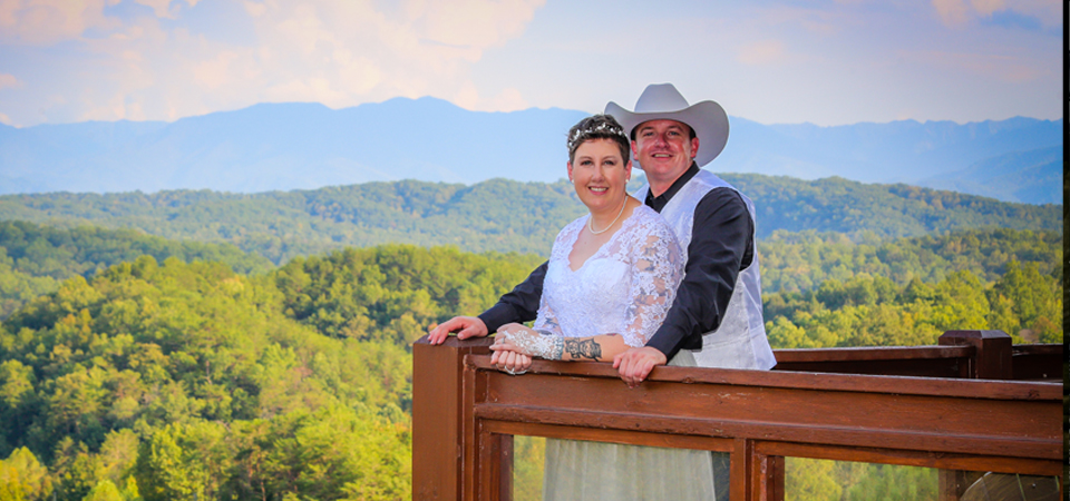 Susan + Zach | King Of The Mountain Cabin |Pigeon Forge, TN Photographer